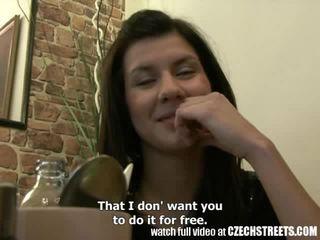 Tchèque streets - jeune ado fille gets elle dur en hôtel salle vidéo