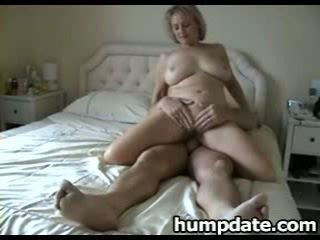 Gjoksmadhe moshë e pjekur bashkëshorte me i mirë i madh bythë rides kokosh