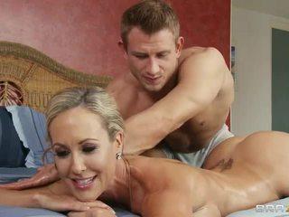 Kuum bodied blond brandi armastus gets tema täiuslik perse licked poolt masseur