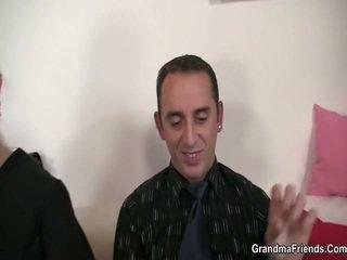 Viņa touches un fucks two meat sticks pie darbs intervija