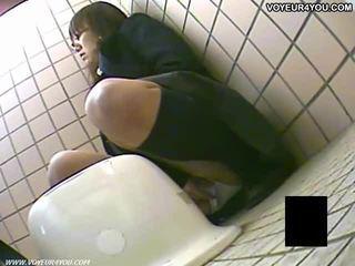Tajemství záchod camera voyér holky masturbation