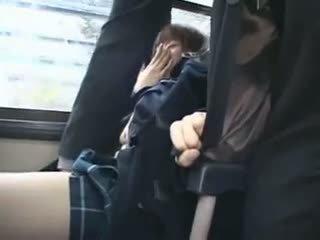 Shocked teengirl χουφτωμένος/η σε λεωφορείο