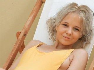 Jong blondine tiener monroe filthy siesta deel 1