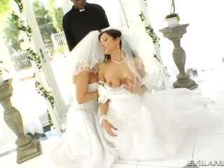 Lusty iso koekäytössä brides perse destroyed