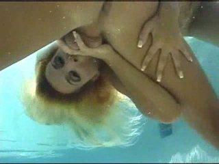 Zem ūdens sekss video
