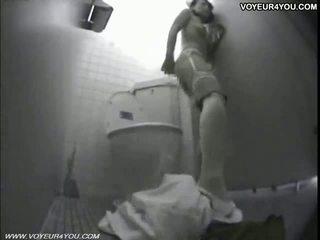 Seksowne japońskie dziewczyna akademik toaleta onanism