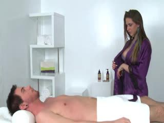 Masseuse gets licked while sucking cock for client