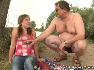 Celine touches reif mann schwanz wie die profi