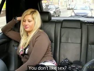Bucľaté blondýna jebanie v fake taxi v verejnosť