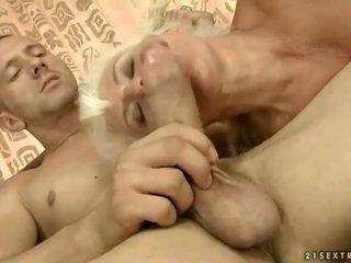 Lusty γιαγιά gets πατήσαμε όμορφος/η σκληρά