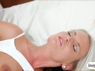 Sizzlin 뜨거운 거유 아기 jessie jazz steamy 섹스 후 bath