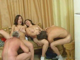 Възбуден семейство секс оргия видео