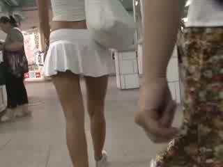 Szőke -ban szexi outfit waving csizmás szonya alatt