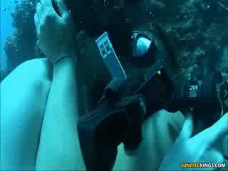Sabine mallory sotto acqua cazzo e semen tiro