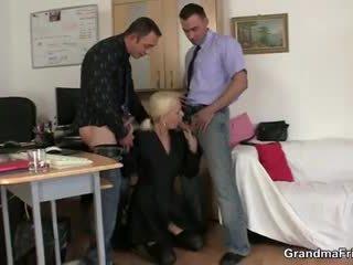 Two fellows qij gjysh në punë