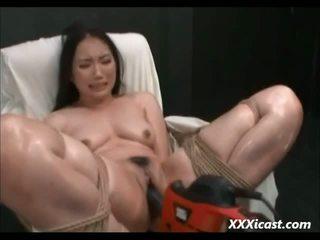 Asiatique fabriqué à orgasme avec puissance tools vidéo