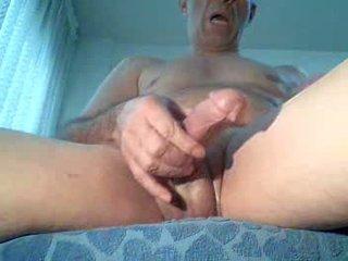Spycam masturbates katsomassa porno, extrem orgasmia!