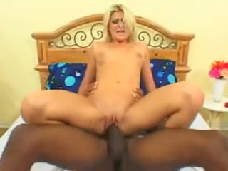 Blonda floozy stacy thorn fucks dragoste tunnel pe uriaș negru pula înainte getting facial