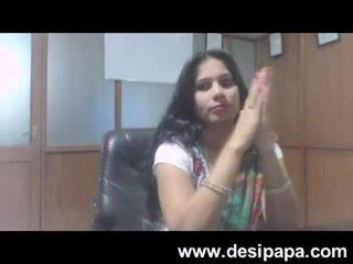 Ấn độ bhabhi giới tính bigtits sucked qua cô ấy ông chủ trong cabin mms