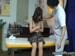 Extremely hooters japonesa milfs a chupar