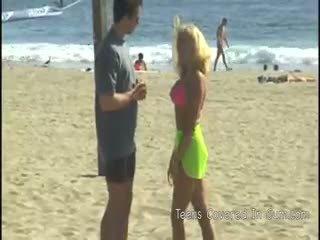 Peter north picks lên một tóc vàng bimbo trên các bãi biển