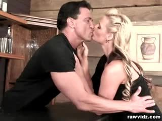 Povekas blondi phoenix marie raw anaali