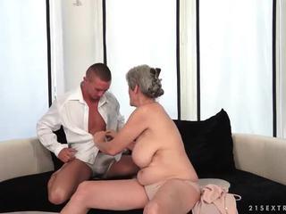 Hot leh enjoys hot bayan with her boyfriend