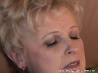 Velké krásné ženy babičky šampaňské velký dicked