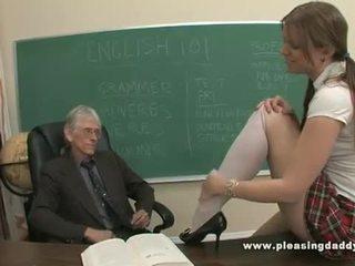 شاب تلميذة مارس الجنس بواسطة لها قديم معلم
