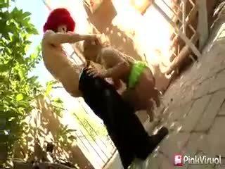 Porno paklīdusi sieviete extraordinaire tara lynn foxx struts viņai slutty