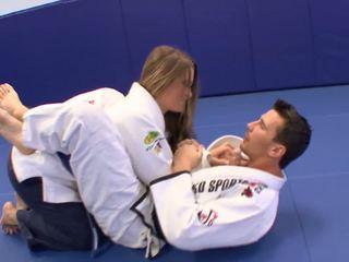 كتكوت gets بعض extra karate lessons في منزل مع لها trainerã¢â€â™s قضيب