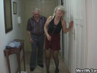 তিনি finds তার nymph মধ্যে থ্রিসাম সম্পর্কে তার parents