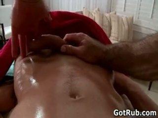 Guy acquires sua pequena pouco gira babaca rubbed