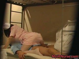Kryddig japanska sjuksköterska är upp för några sexig