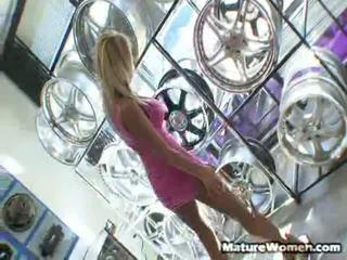 Enevoado vonage é um dangerous predatory puta quem was stuck em um automático loja waiting para dela luxo carro para ter fixed. quando um mechanic told dela ele was going para ser outro 3 ou quatro hours, ela pounced