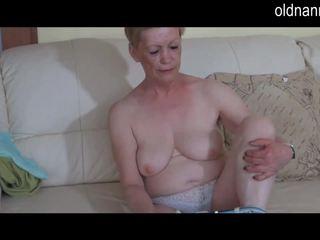 Solo bella e grassa (bbw) nonnina masturbate