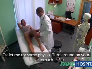 Fakehospital e pisët mdtq seks addict gets fucked nga the doktori ndërsa të saj bashkëshort waits