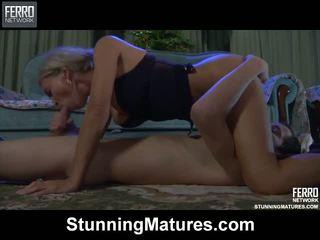 Ninette robin हॉट मोम पर वीडियो