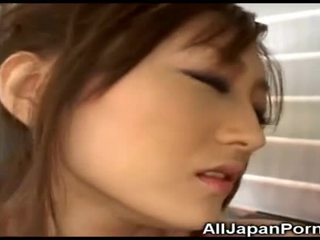 Jepang babeh gets pleasure from alat vibrator!
