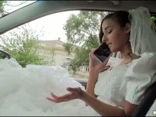Runaway jeune mariée amirah adara sexe en une voiture