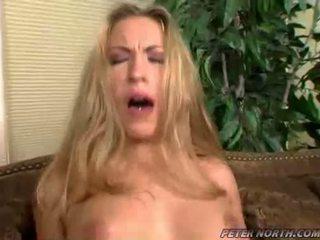 Jaime elle pounded hård på en brun daybed