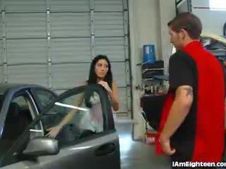 Slutty тийн чукане тя mechanic