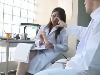Sexy nhật bản bác sĩ gives cô ấy colleague một bj