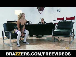 Hostes sarışın dancer mia malkova, hostes spor ayakkabıları
