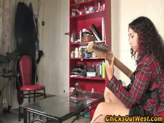 Sexy aussie musician chick