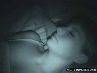 جنسي دمية fingered في نوم