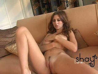 طبيعي boobed shay laren spreads لها وردي كس في ال أريكة