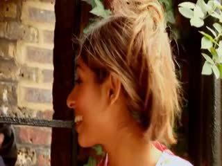英国的 懒妇 sahara knite gets 性交 由 一 bbc