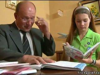 Nadržený učitel seducing dospívající