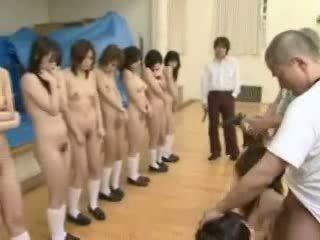 Jepang schoolgirls di bawah pistol threat video